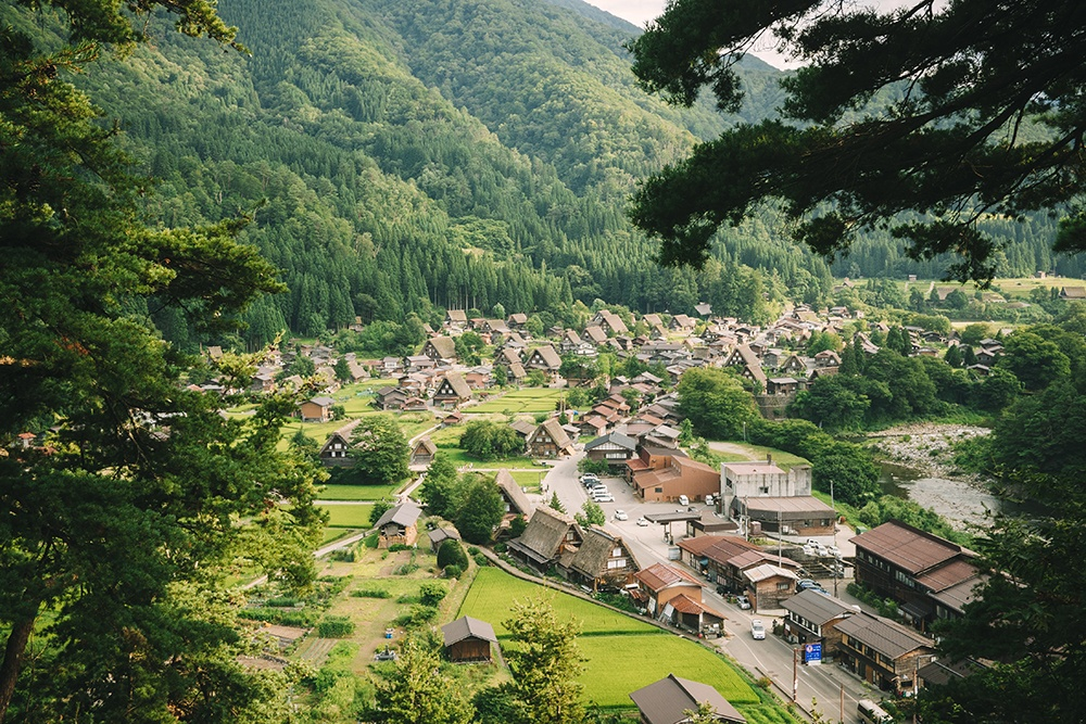 Fixing our battery and discovering Shirakawa-go